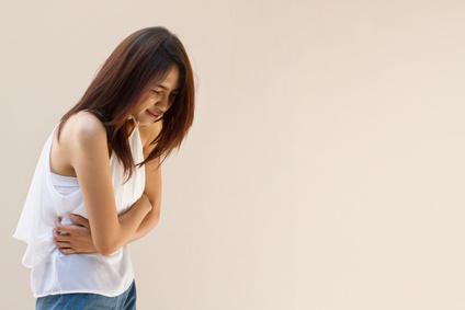 Unterleibsschmerzen müssen vom Frauenarzt abgeklärt werden