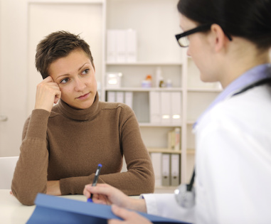 Bei Verdacht auf Endometriose den Frauenarzt aufsuchen