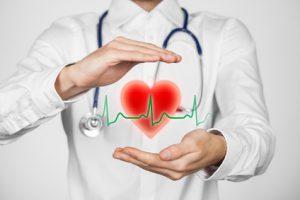 Der Kardiologe macht erhöhte Blutfettwerte für Herzinfarkt und Schlaganfall verantwortlich