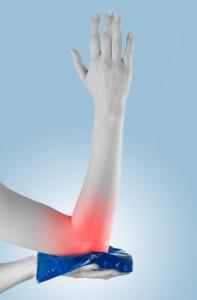 Orthopäden empfehlen den verletzten Muskel zu kühlen