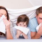 Ein typisches Symptom ist der wässerige Schleim in der Nase