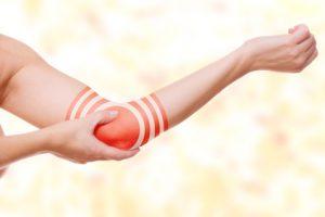Druckschmerzen am inneren Ellenbogen sind für den Golferarm typisch